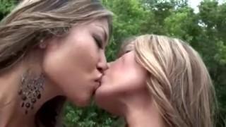 Imagen Esperanza gomez dos perras lesbianas en el rio