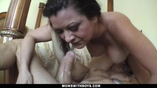 Imagen Madura gime como puta al ser penetrada por un rabo joven
