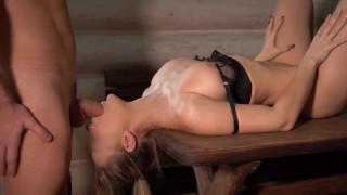 Imagen Sensual adolescente rubia recibe leche facial